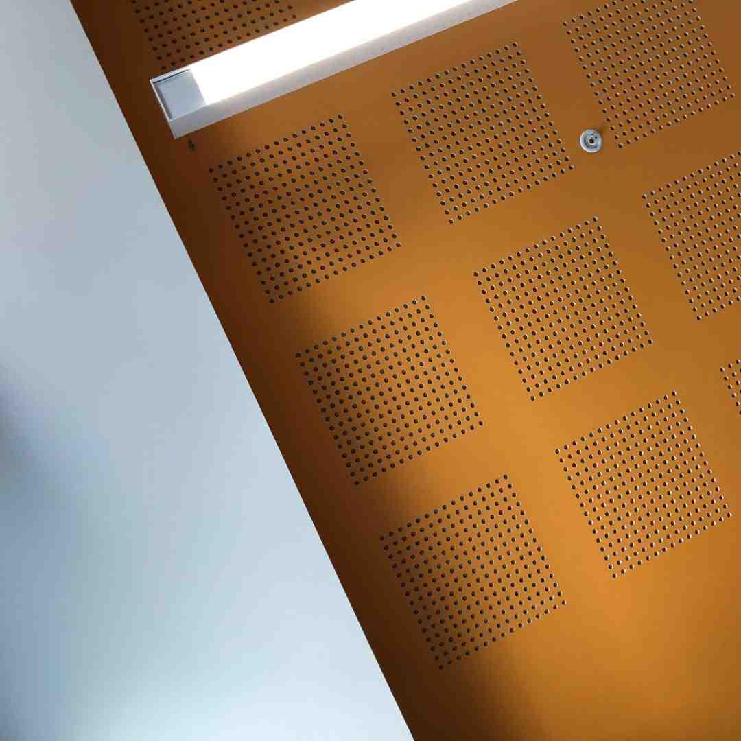 Comment isoler un plafond de salon ?